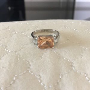 Jewelry - Beautiful ring - colored and faux diamond stones